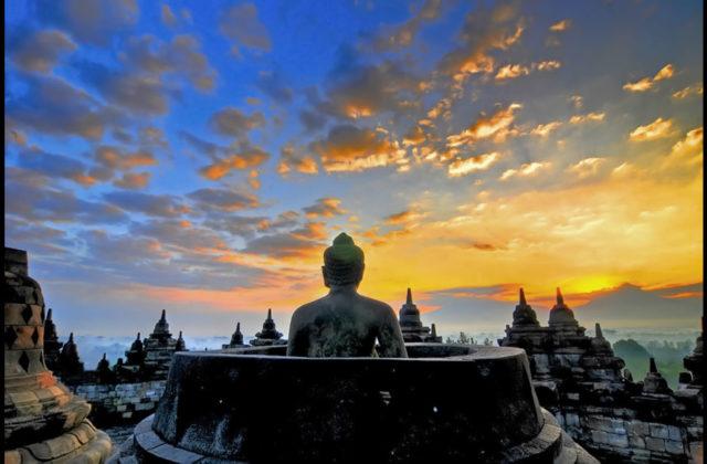 yogyakarta-borobudur-stupa-sunrise