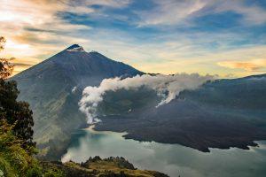 The Mighty Mount Rinjani Volcanoe Trekking adventure !