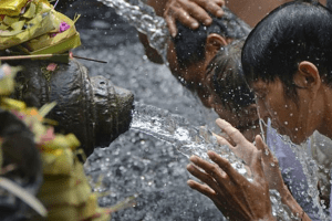 Melukat : Ritual to clean your Body and soul